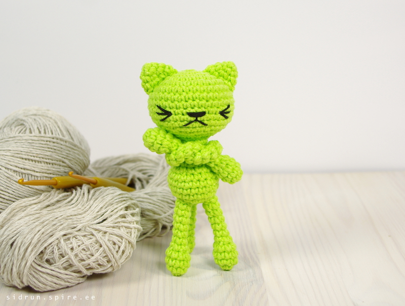 free-pattern-tiny-long-legged-cat-2021
